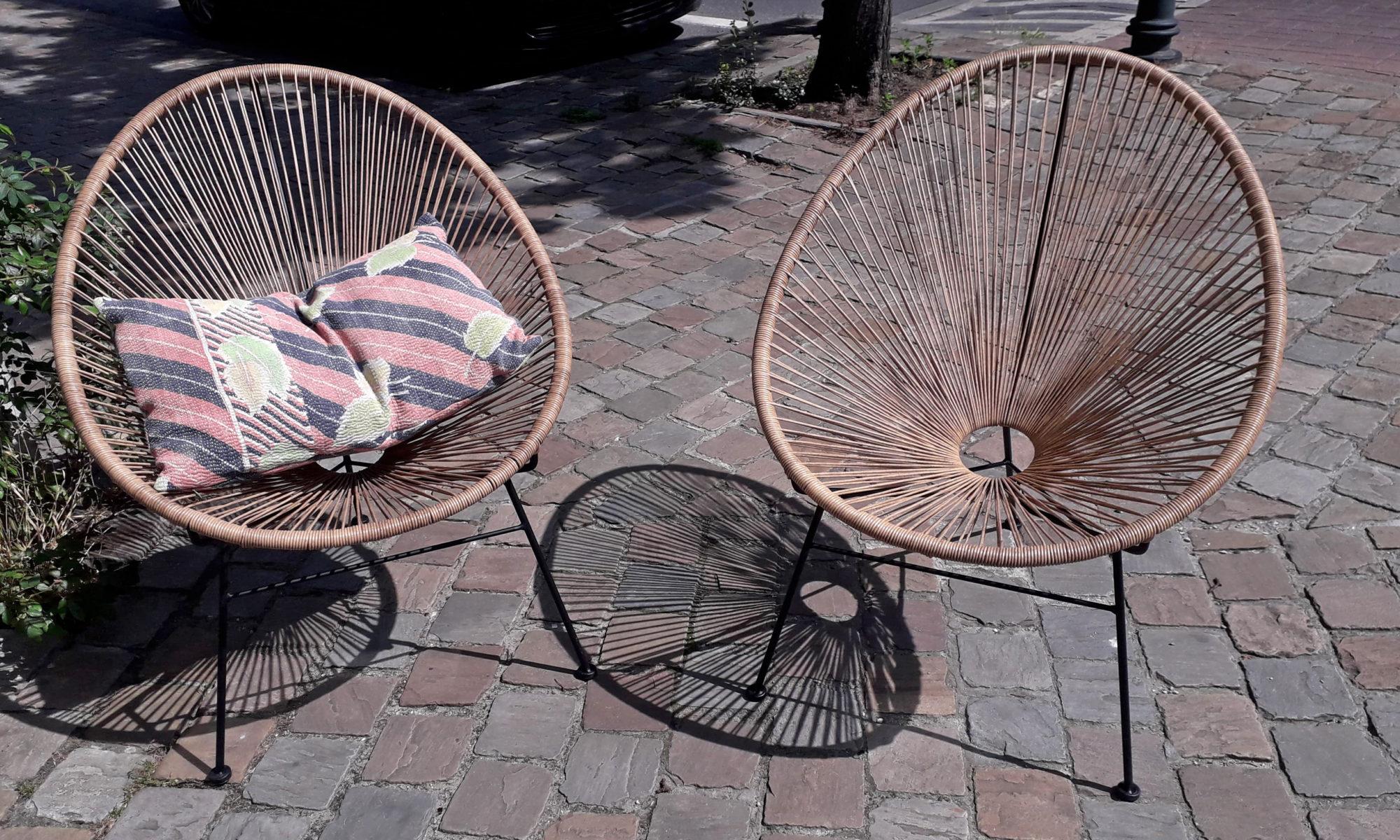deux chaises en rotin